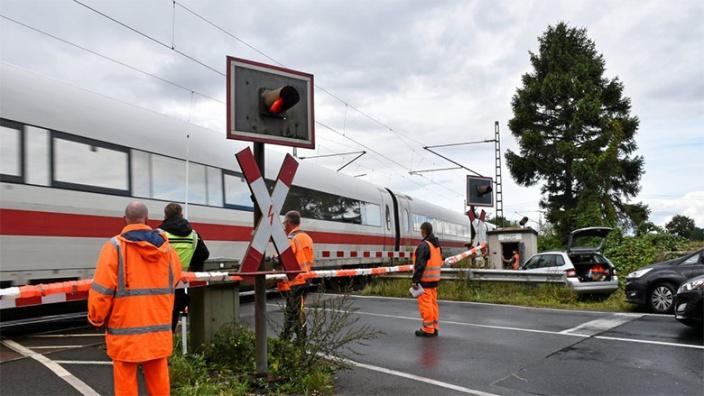 Deutsche Bahn lässt Übergang zwischen Tornesch und Prisdorf erneuern